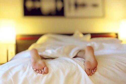 Dormir con ropa ajustada puede afectar al buen descanso