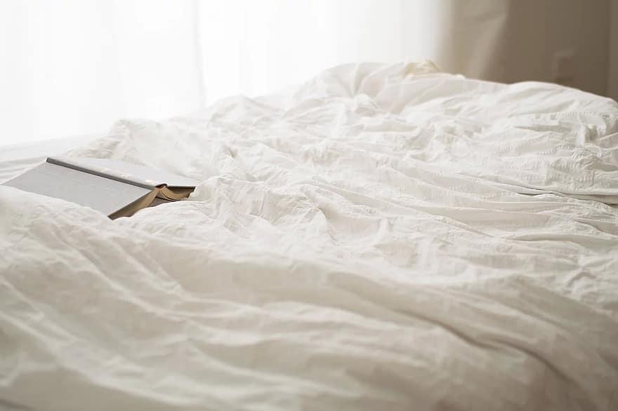 Leer antes de dormir y sus beneficios